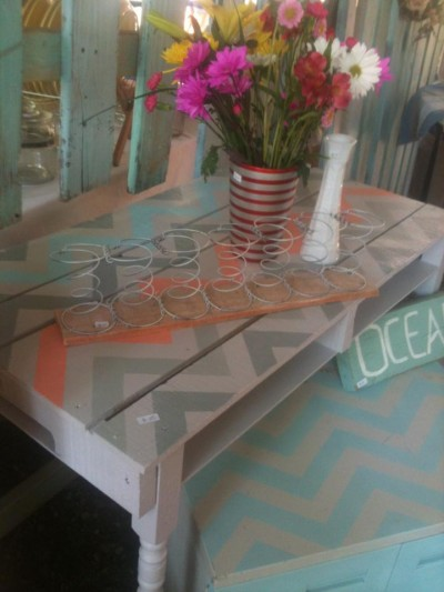 gray and coral chevron pallet table